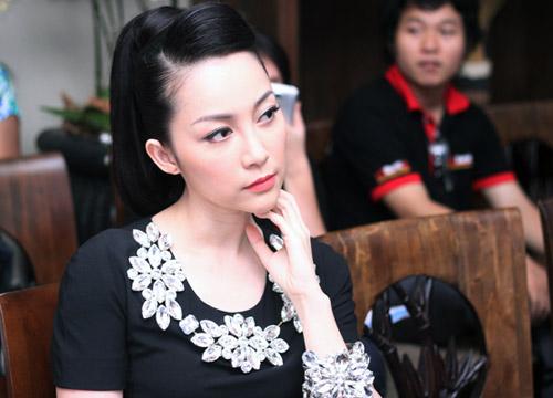 Linh Nga đeo trang sức đá đầy người - 3