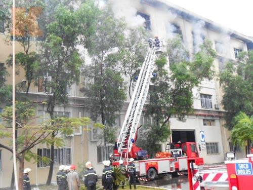 TP.HCM: Cháy kinh hoàng tại khu chế xuất - 4