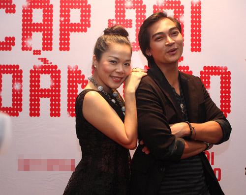 Phan Anh bế bổng Thái Trinh - 3