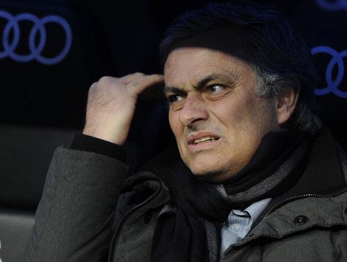 Ronaldo kêu gọi CĐV Real ủng hộ Mourinho - 1