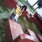 Giáo dục - du học - Tạo dáng ở mộ liệt sĩ, nữ sinh hối lỗi