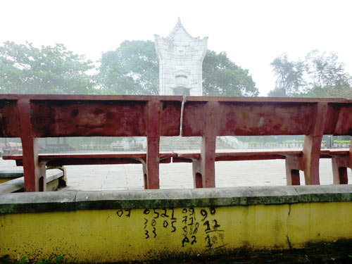 Nghĩa trang liệt sĩ Trường Sơn bị bôi bẩn - 2