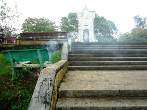 Nghĩa trang liệt sĩ Trường Sơn bị bôi bẩn - 3