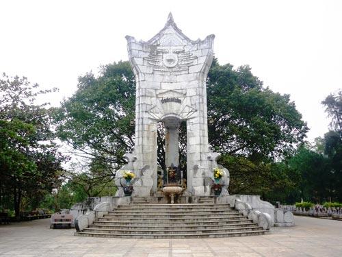 Nghĩa trang liệt sĩ Trường Sơn bị bôi bẩn - 4