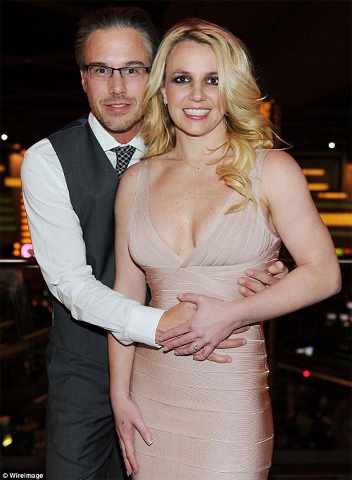 Britney Spears bất ngờ chia tay hôn phu - 1