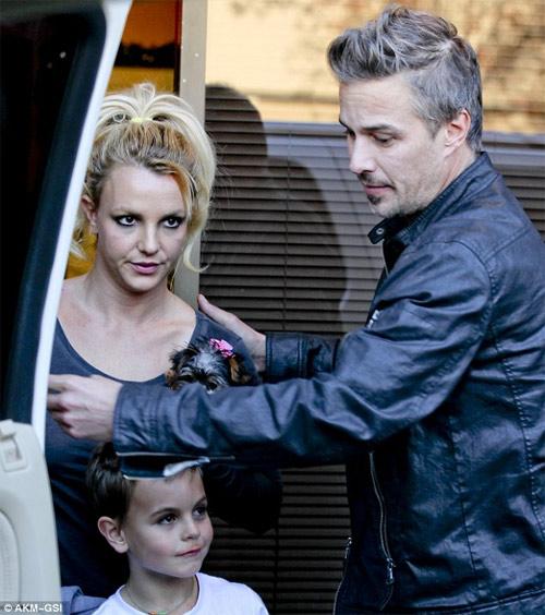Britney Spears bất ngờ chia tay hôn phu - 2