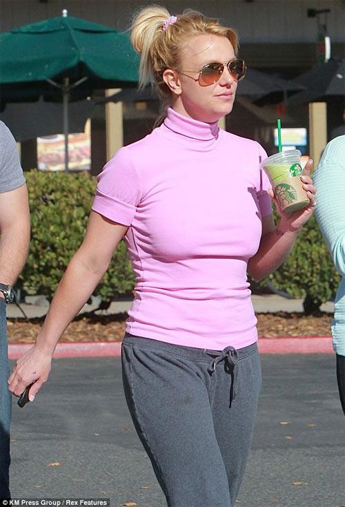 Britney Spears bất ngờ chia tay hôn phu - 4