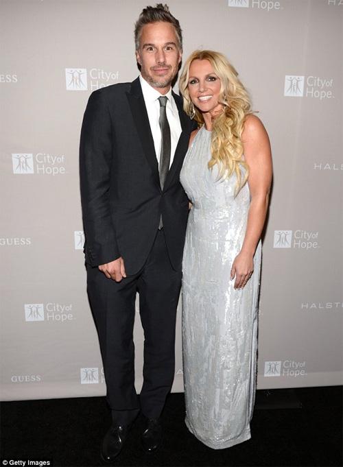 Britney Spears bất ngờ chia tay hôn phu - 3