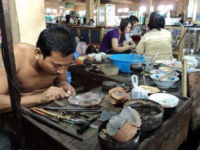 Mua bán vàng như rau ở chợ Campuchia - 2