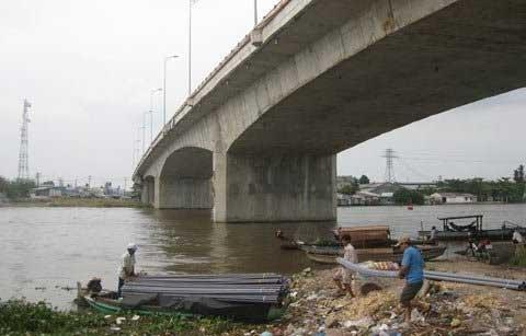Sụt lún nguy hiểm trên cầu Cái Răng - 11