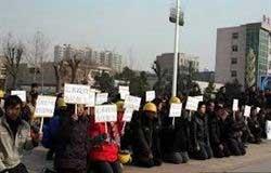 TQ: Hàng nghìn công nhân quỳ xin chính phủ - 3