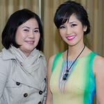 Ngôi sao điện ảnh - Hồng Nhung được mẹ chăm chút
