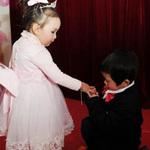 """Tin tức trong ngày - TQ: """"Đám cưới"""" tập thể của 100 trẻ em"""