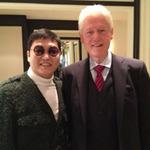 Ca nhạc - MTV - Psy thân mật bên cựu TT Bill Clinton