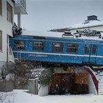 Tin tức trong ngày - Thụy Điển: Trộm tàu hỏa, lao vào chung cư