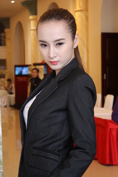 Phương Trinh không gây nhức mắt từ 2013 - 2