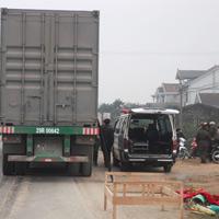 Công nhân phân luồng GT bị ô tô cán chết