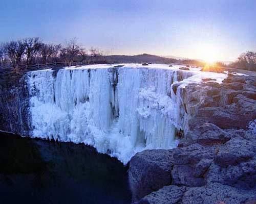 Chiêm ngưỡng thác nước đẹp mê hồn ở Trung Quốc - 1