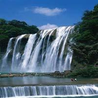 Chiêm ngưỡng thác nước đẹp mê hồn ở Trung Quốc