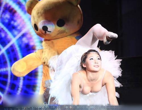"""China's got talent: Xuất hiện """"người nhện"""" trên sân khấu"""