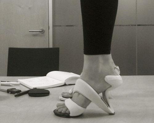 Giày xoắn thách thức tín đồ cá tính - 4