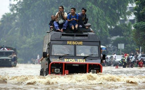 """Chùm ảnh: Lũ """"nhấn chìm"""" thủ đô Indonesia - 11"""