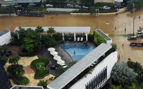"""Chùm ảnh: Lũ """"nhấn chìm"""" thủ đô Indonesia - 2"""