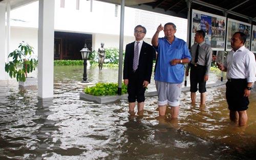 """Chùm ảnh: Lũ """"nhấn chìm"""" thủ đô Indonesia - 3"""