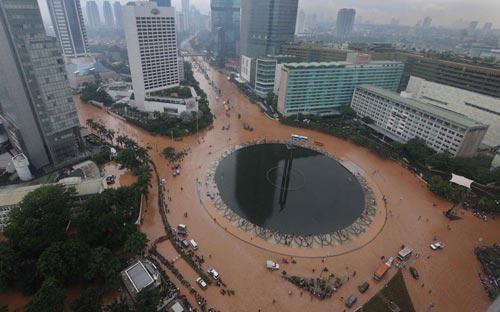 """Chùm ảnh: Lũ """"nhấn chìm"""" thủ đô Indonesia - 5"""
