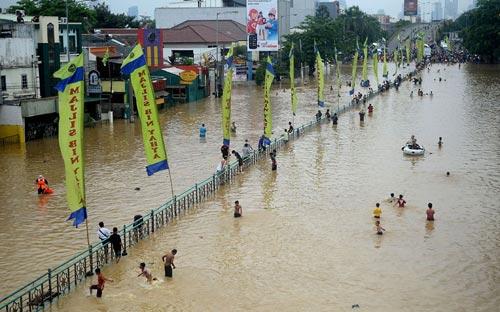 """Chùm ảnh: Lũ """"nhấn chìm"""" thủ đô Indonesia - 6"""