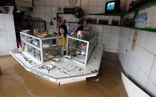 """Chùm ảnh: Lũ """"nhấn chìm"""" thủ đô Indonesia - 8"""