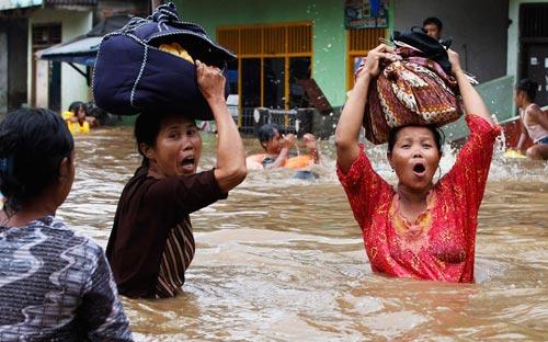 """Chùm ảnh: Lũ """"nhấn chìm"""" thủ đô Indonesia - 9"""