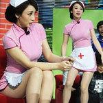 Thời trang - Liễu Nham hóa y tá gợi cảm trên sân khấu