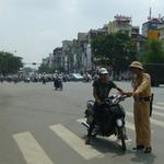 Tin tức trong ngày - Những ai có quyền dừng xe vi phạm?