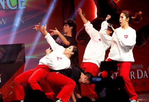 Thái Y Lâm tôn vinh nhóm nhảy Việt - 14