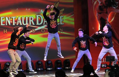 Thái Y Lâm tôn vinh nhóm nhảy Việt - 3