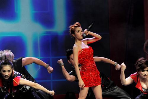 Diva xứ Đài nhảy cực sung - 10