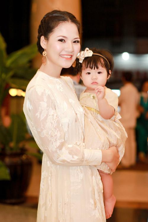 Trần Thị Quỳnh khoe con gái yêu - 6