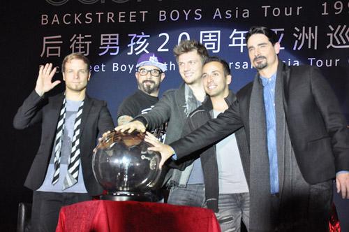 Backstreet Boys tái hợp làm liveshow - 3