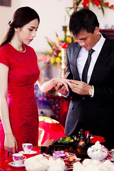 """Những cô dâu """"mở hàng"""" showbiz Việt 2013 - 13"""