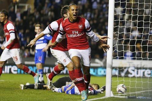 Arsenal giữ Walcott: Tia nắng giữa mùa đông - 2