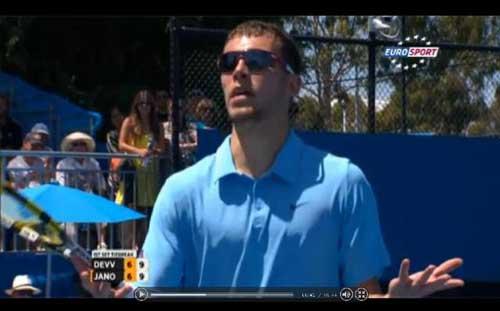 HOT: Djokovic hú hồn vượt qua vòng 4 - 1