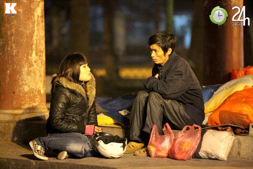 Trắng đêm trao quà cho người vô gia cư - 8
