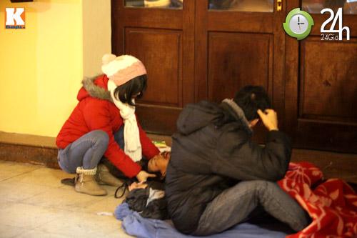 Trắng đêm trao quà cho người vô gia cư - 16