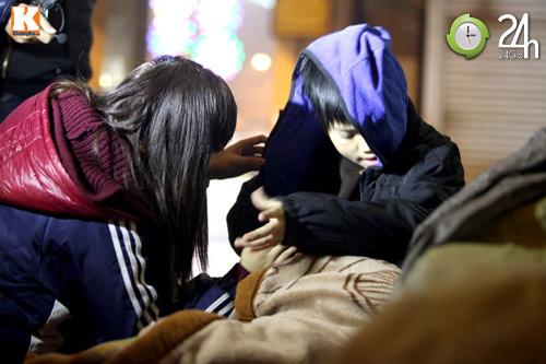 Trắng đêm trao quà cho người vô gia cư - 17