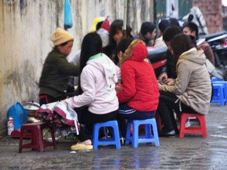 """""""Siết"""" hàng ăn vỉa hè: Dân nghèo ăn đâu? - 3"""
