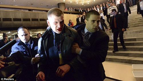Bulgaria: Nghị sĩ bị dí súng vào đầu - 7