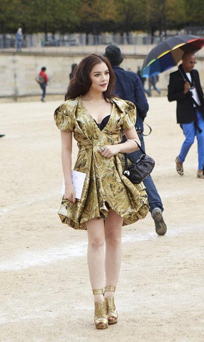 7 mỹ nhân gây sốt với váy áo trăm triệu! - 13