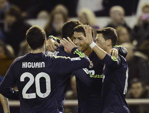 Valencia - Real: Bắn phá liên hồi - 1