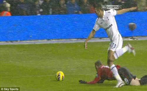 Rooney đóng kịch hay không? - 1